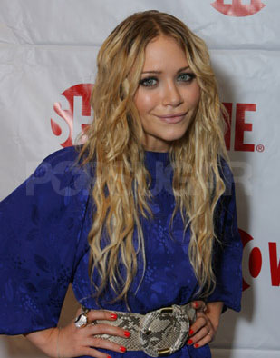 mary kate olsen hairstyles. She Got Dark, Dark Wavy Hair