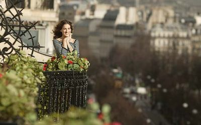 An American girl in Paris.