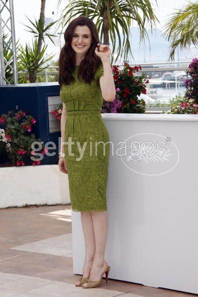 Rachel Weisz looks great in this earthy green!