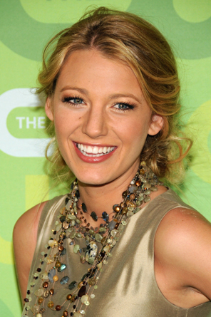 Blake Lively sparkles in a necklace that screa,s to be looked at.