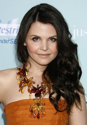 Ginnifer Goodwin wears a fallish statement necklace.