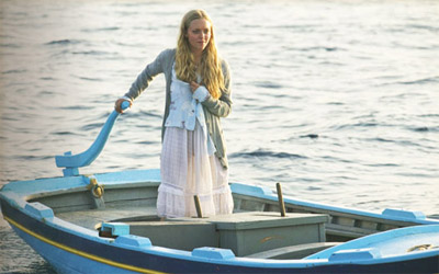 Amanda Seyfried in boho skirt in Mamma Mia