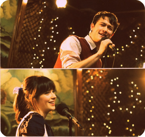Tom and Summer do kareoke in (500) Days of Summer