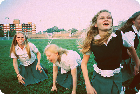 Kirsten Dunst and her sisters in Virgin Suicides