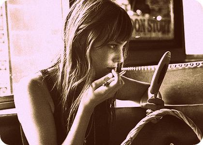 Jane Birkin primping